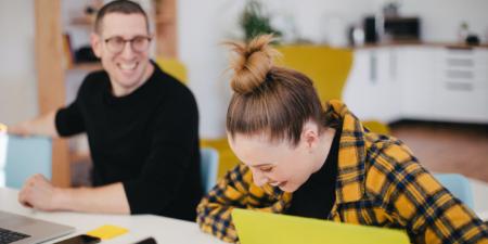 Oameni fericiti la locul de munca